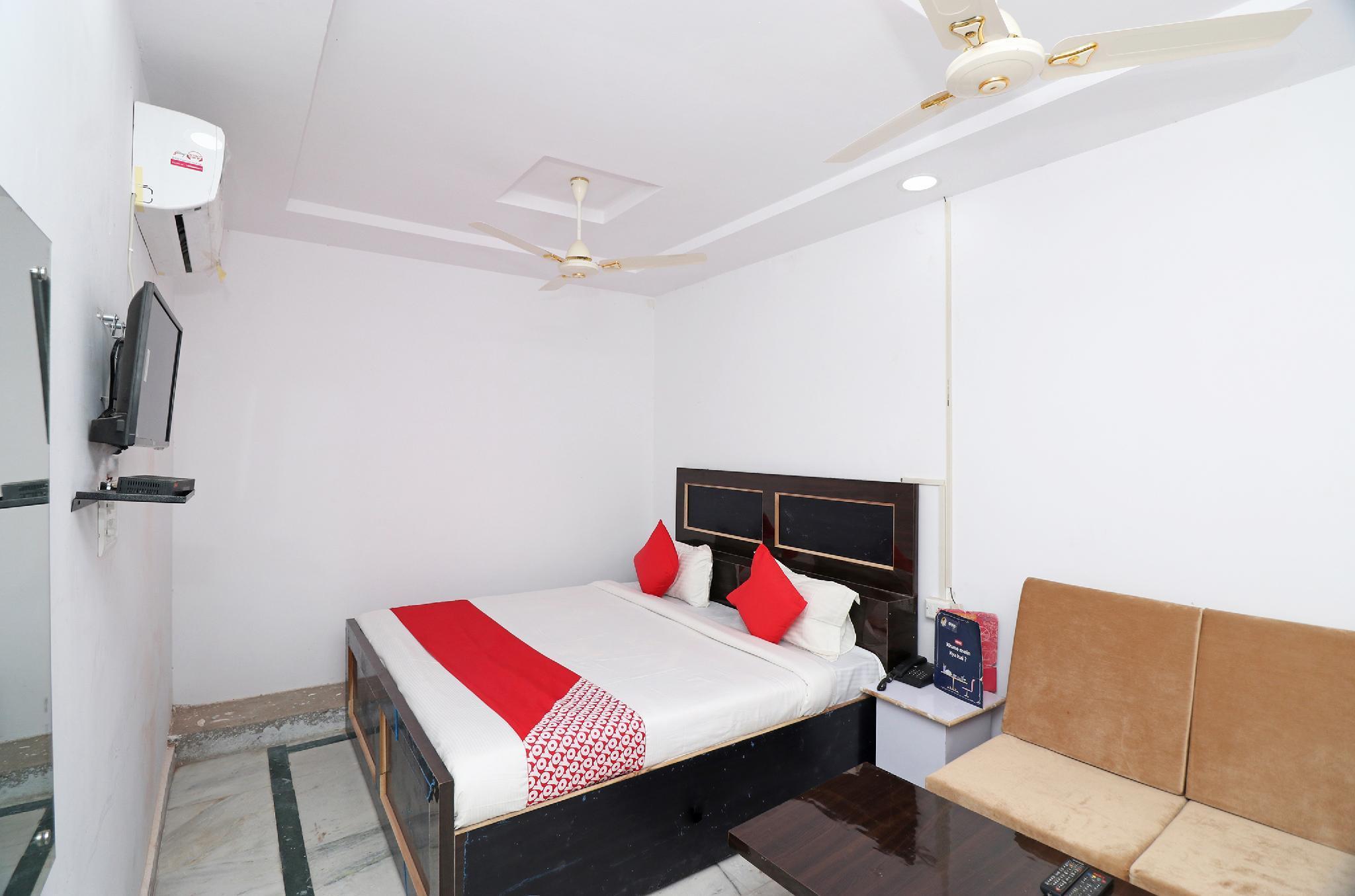 OYO 23207 Hotel Raj Shree
