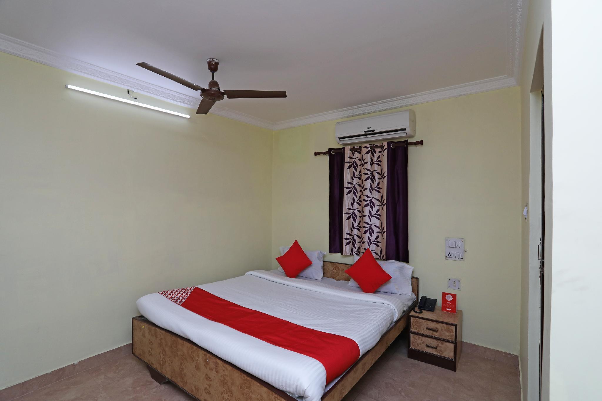 OYO 28355 Hotel Raj Mahal