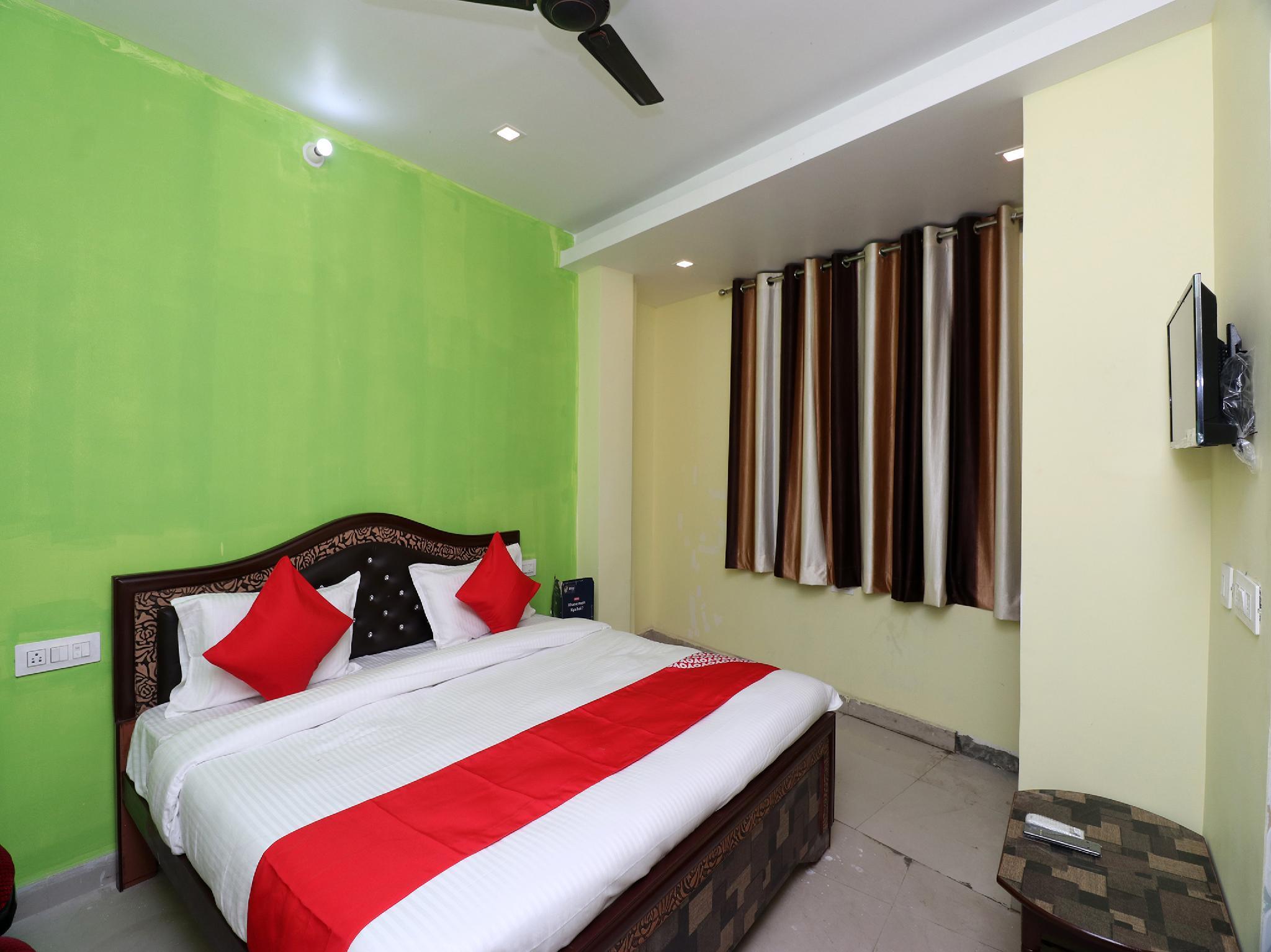 OYO 22084 Veenayak Residency