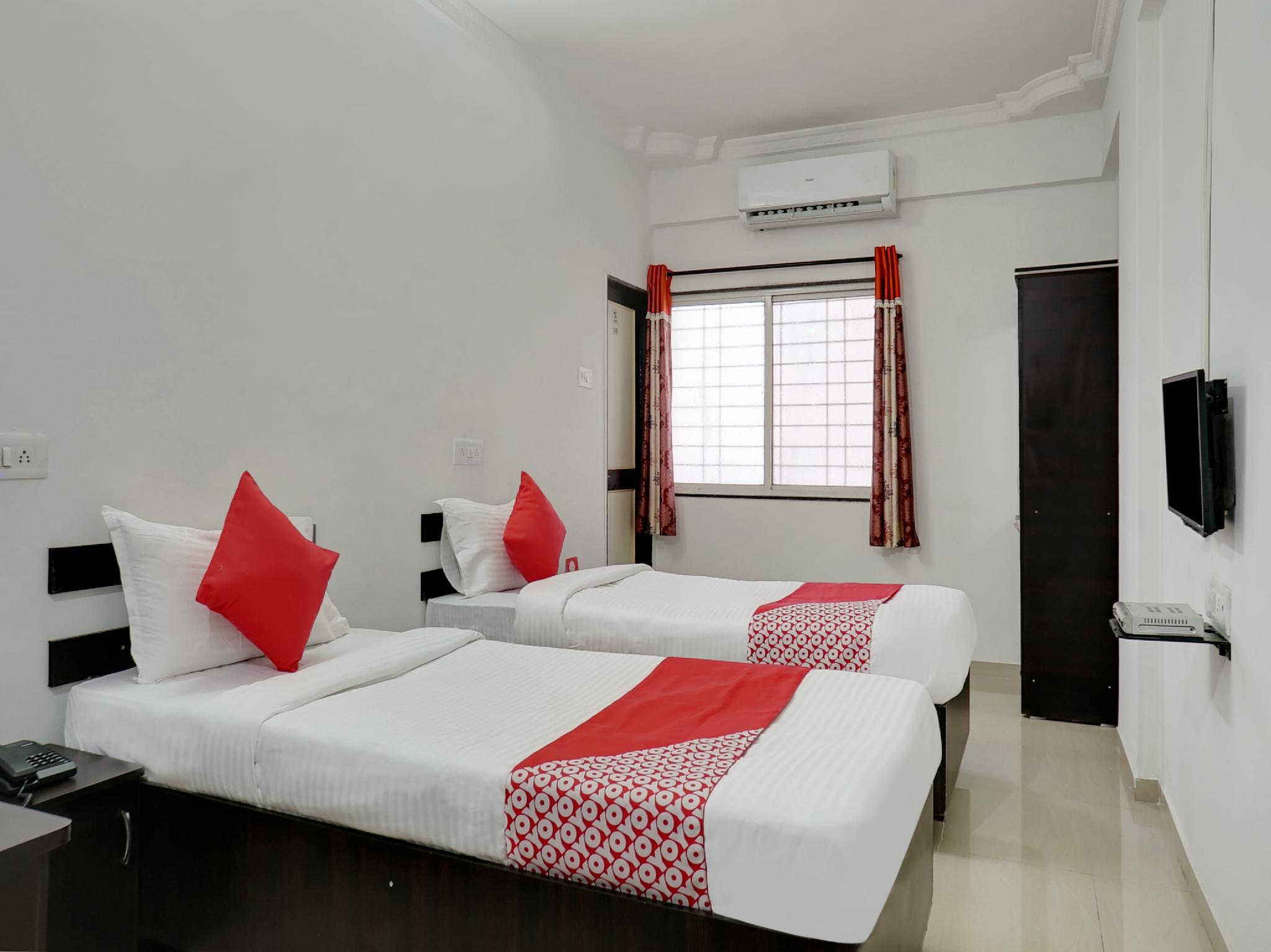OYO 27821 Hotel Royal Inn Pune