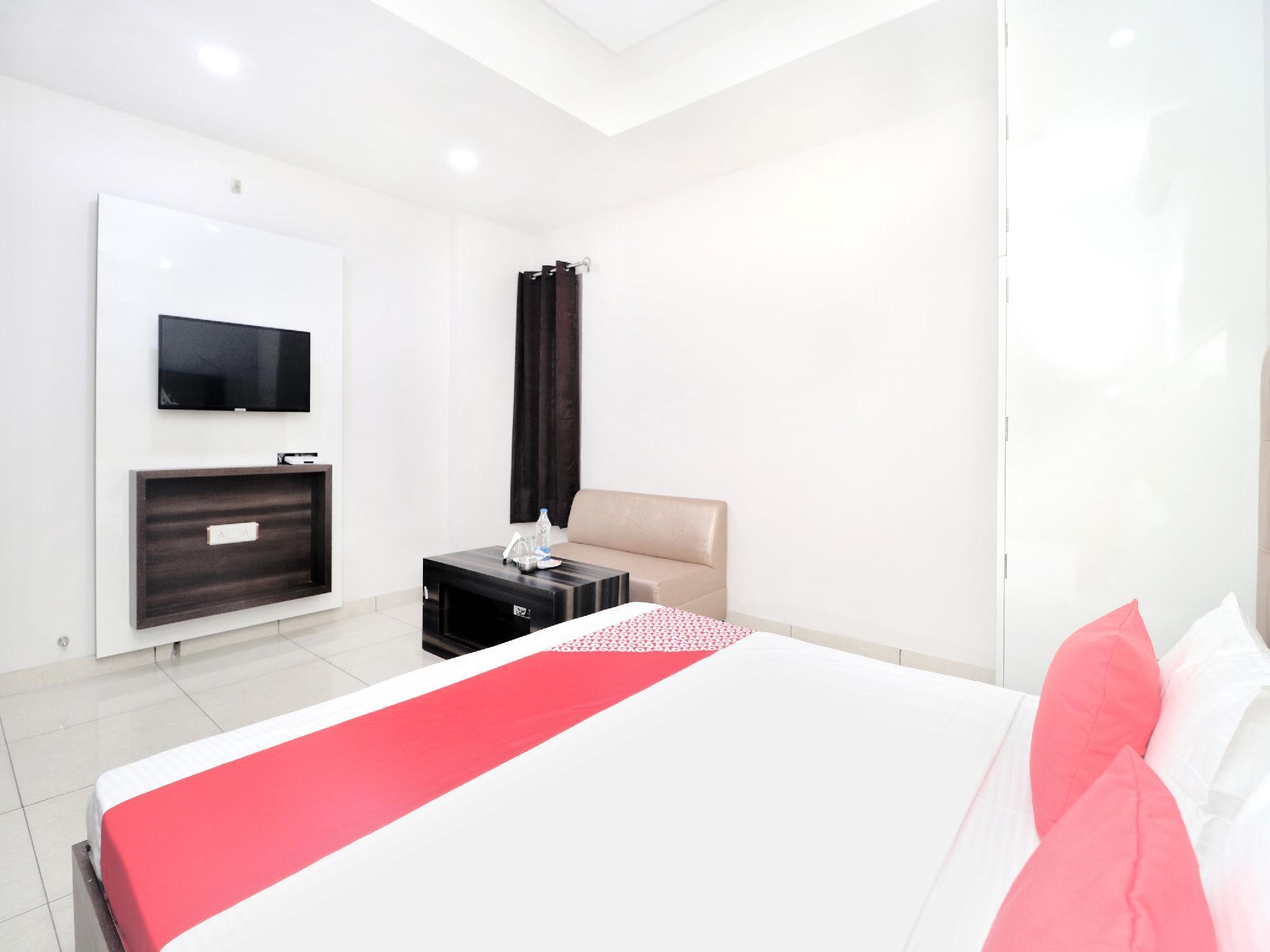 OYO 15005 Hotel K Homes
