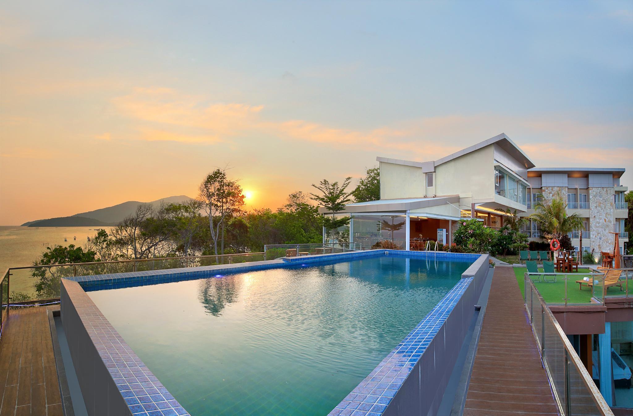Royal Ocean View Beach Resort Karimunjawa