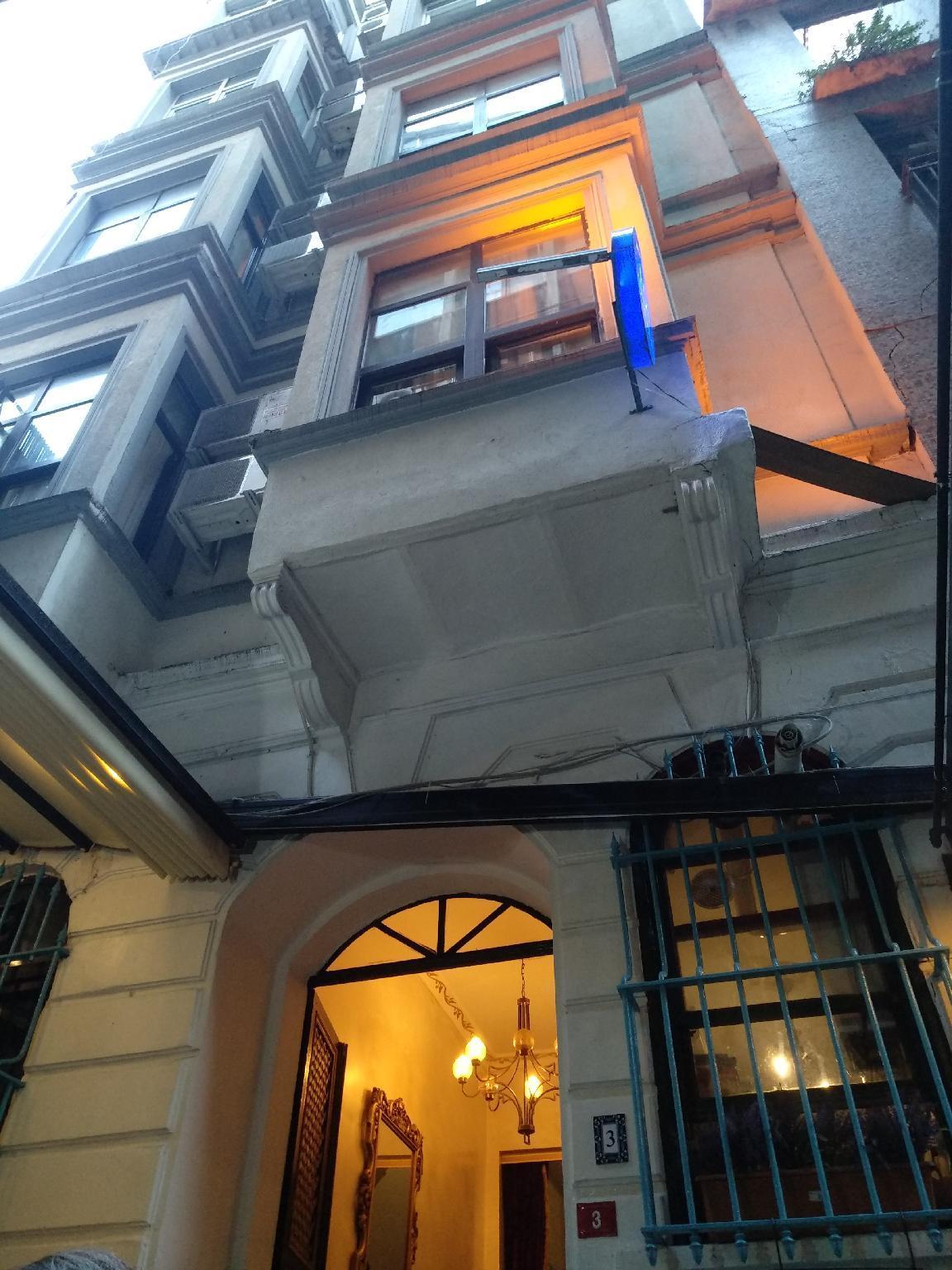 Hutsuite Hotel