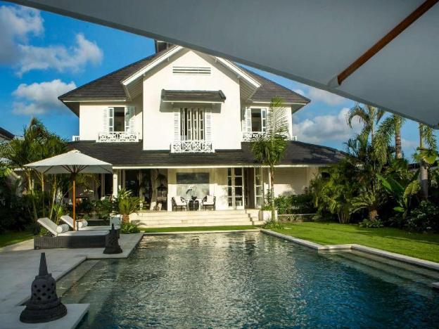 Stunning 5 Bedroom Villa - 5 min walk to the beach