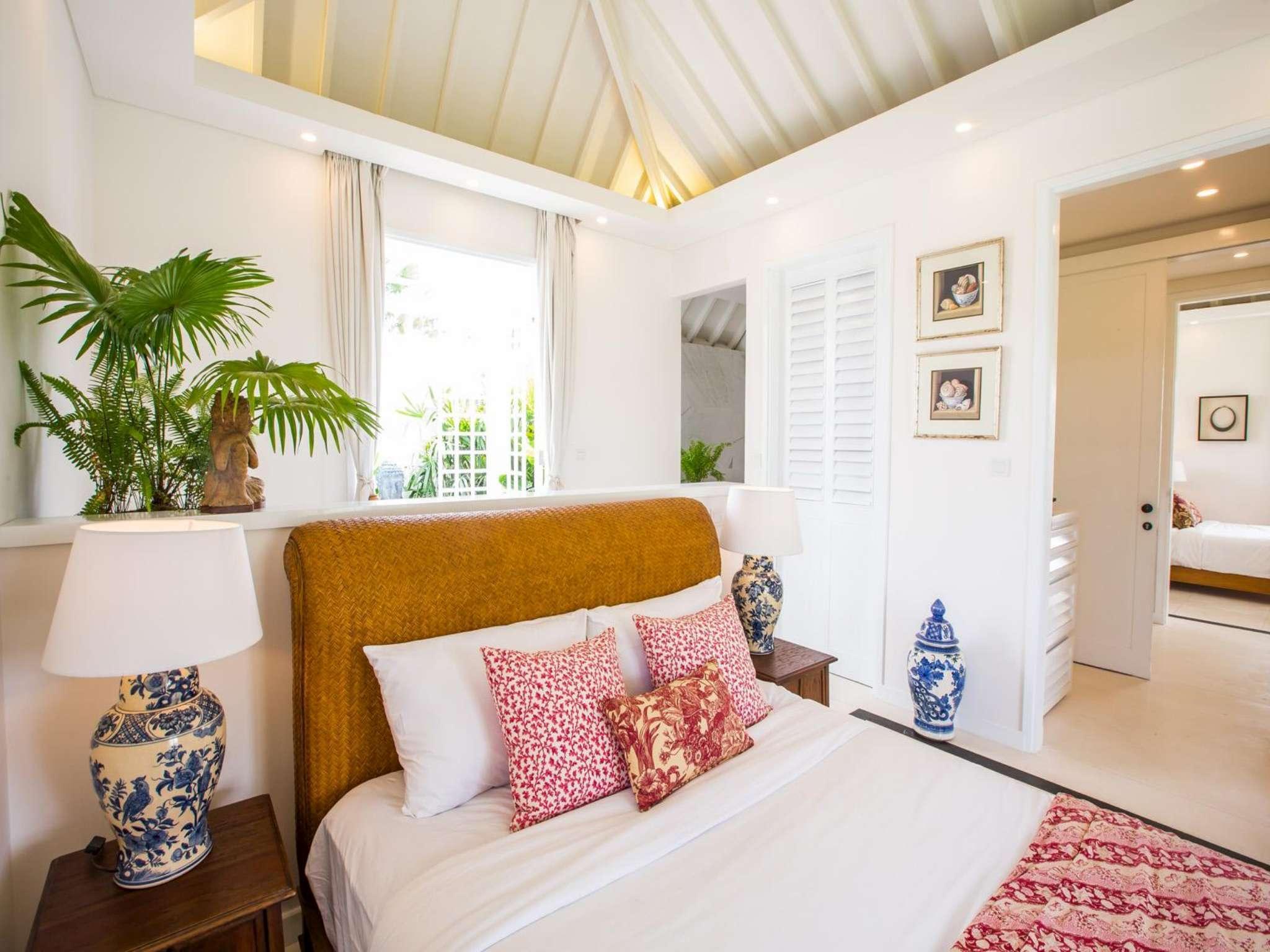 Stunning 5 Bedroom Villa   5 Min Walk To The Beach
