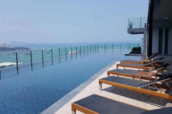 #939 NEW! DOWNTOWN SEA VIEW LUX FUN & CHIC CONDO Pattaya