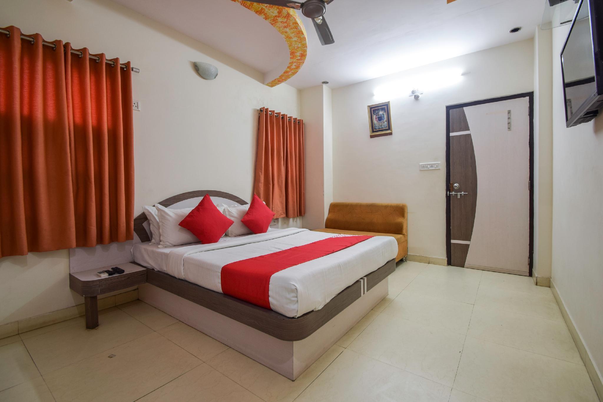 OYO 29812 Hotel Sudarshan