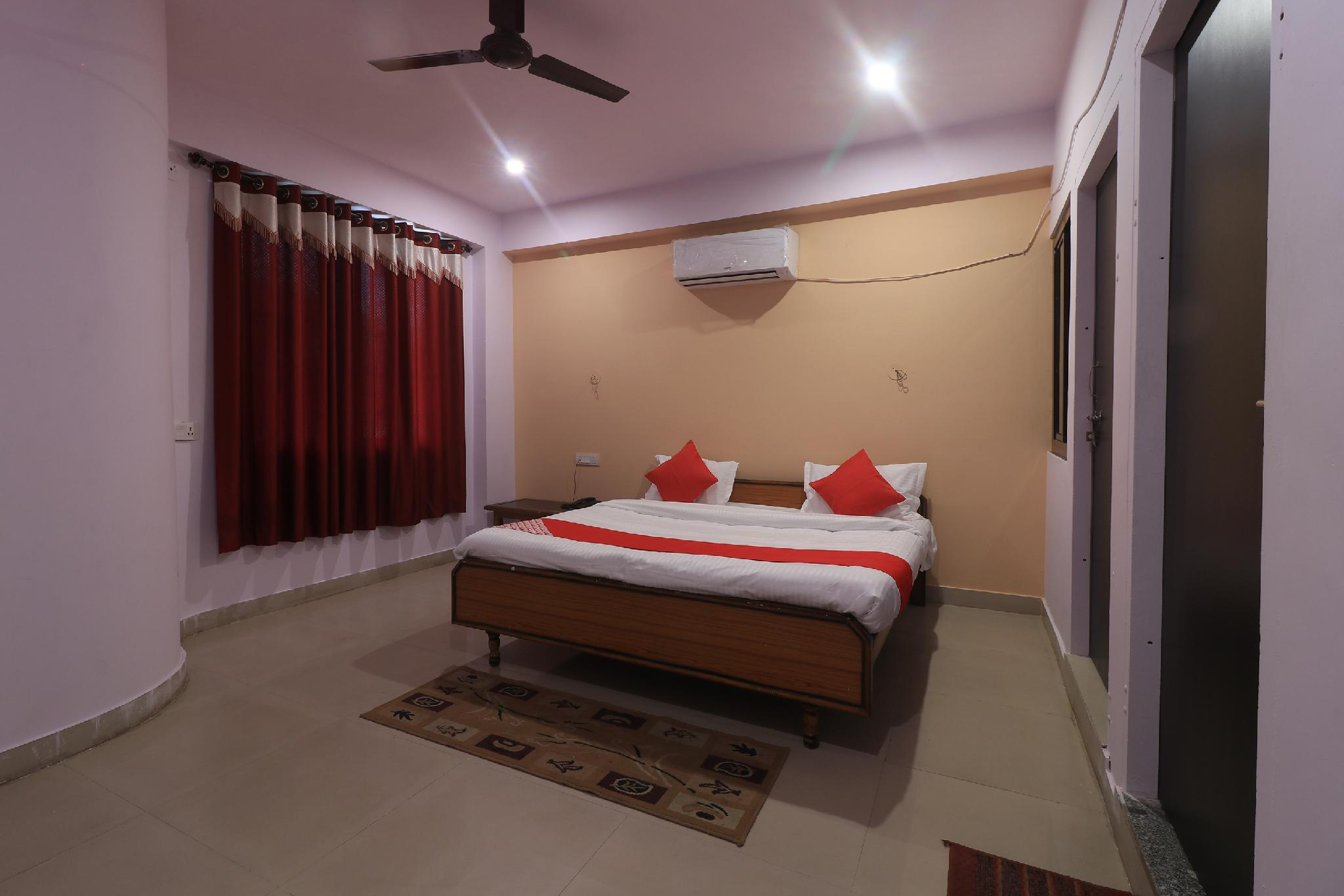 OYO 28636 Roopam Places