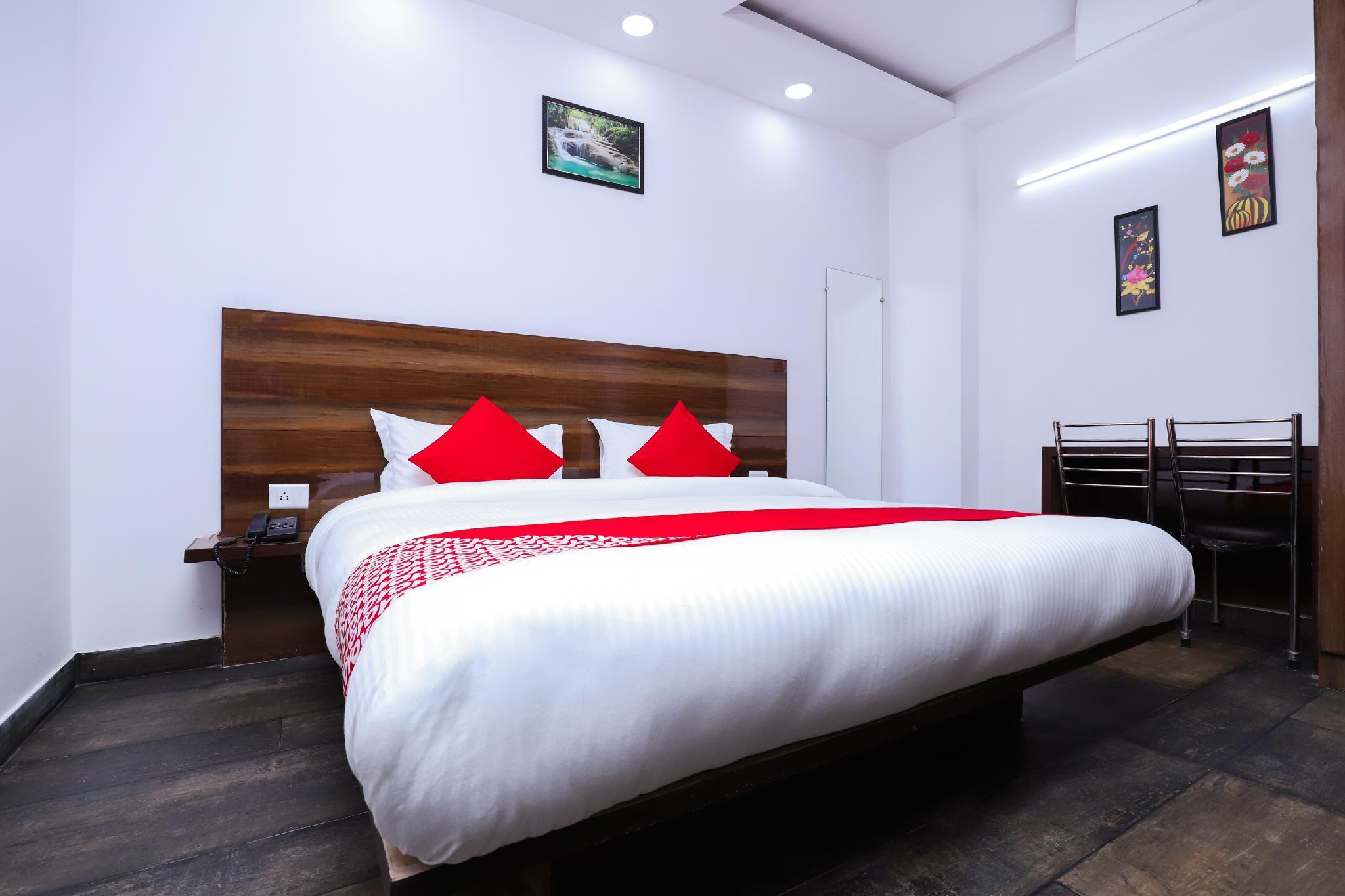 OYO 28606 Kavya Residency