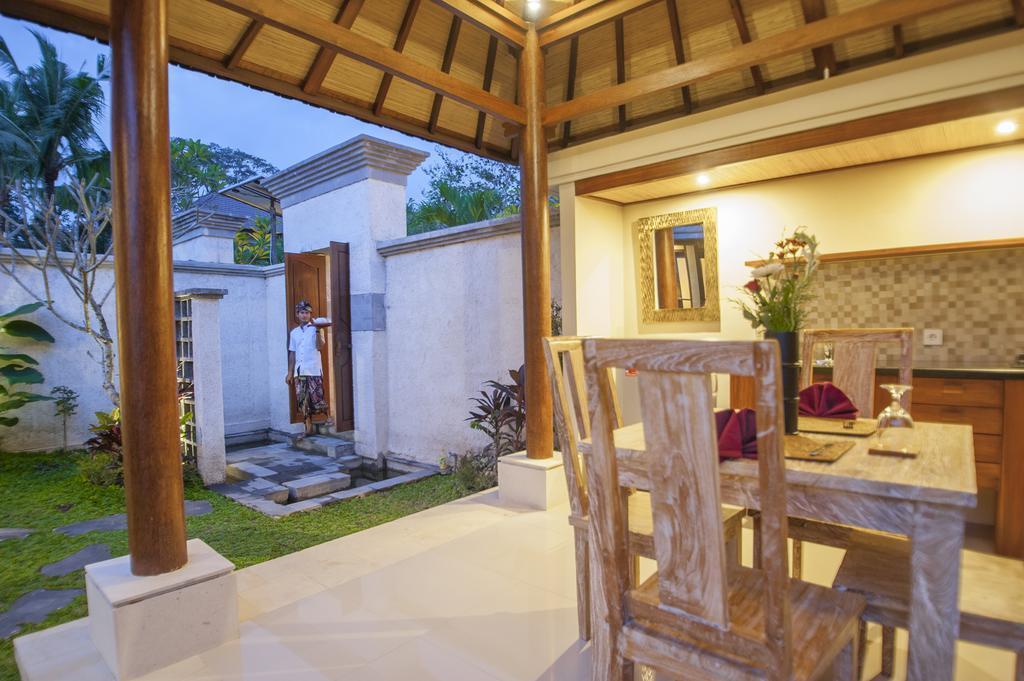 Balinese Wooden Villa At 1BR Ubud