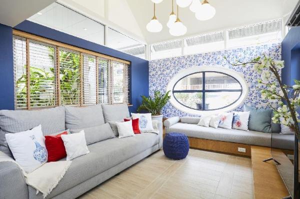 Ginger JaR - Ari, Blue and white stylish house. Bangkok