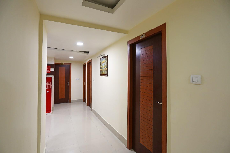 Capital O 3049 Elevens Inn