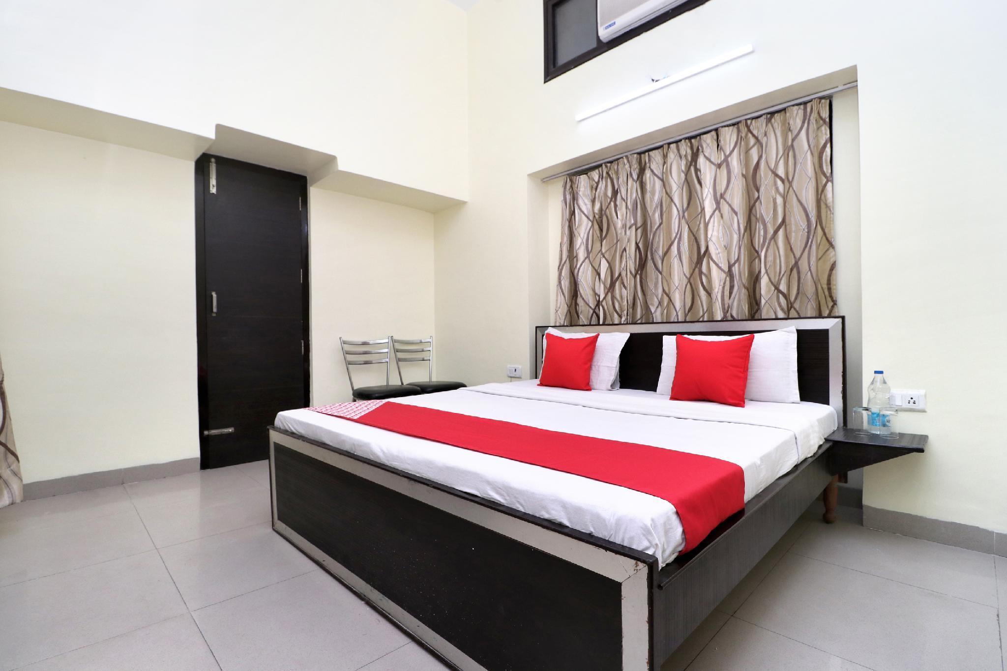 OYO 28399 Chadda House