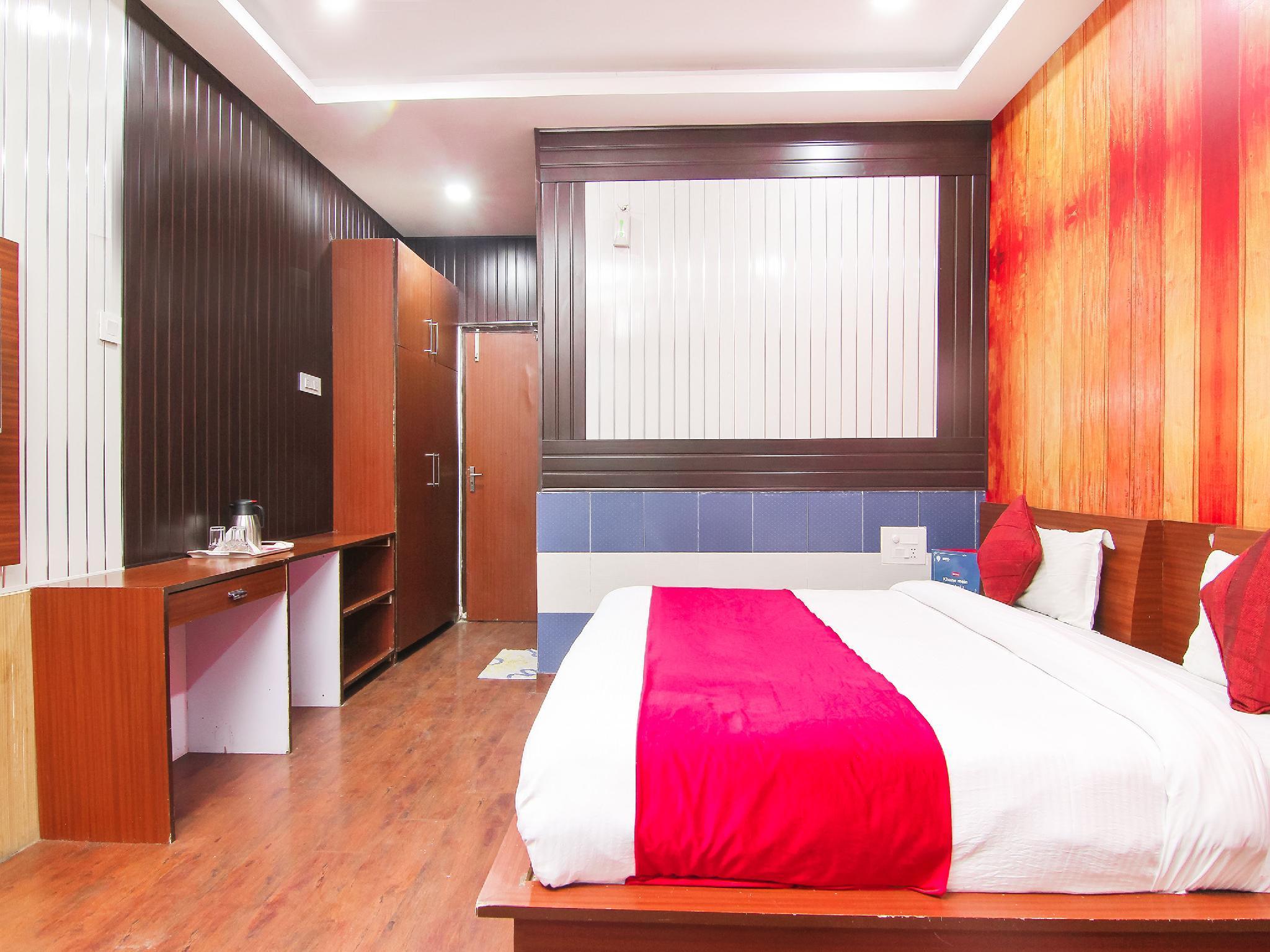OYO 4308 Hotel Zaarang Inn