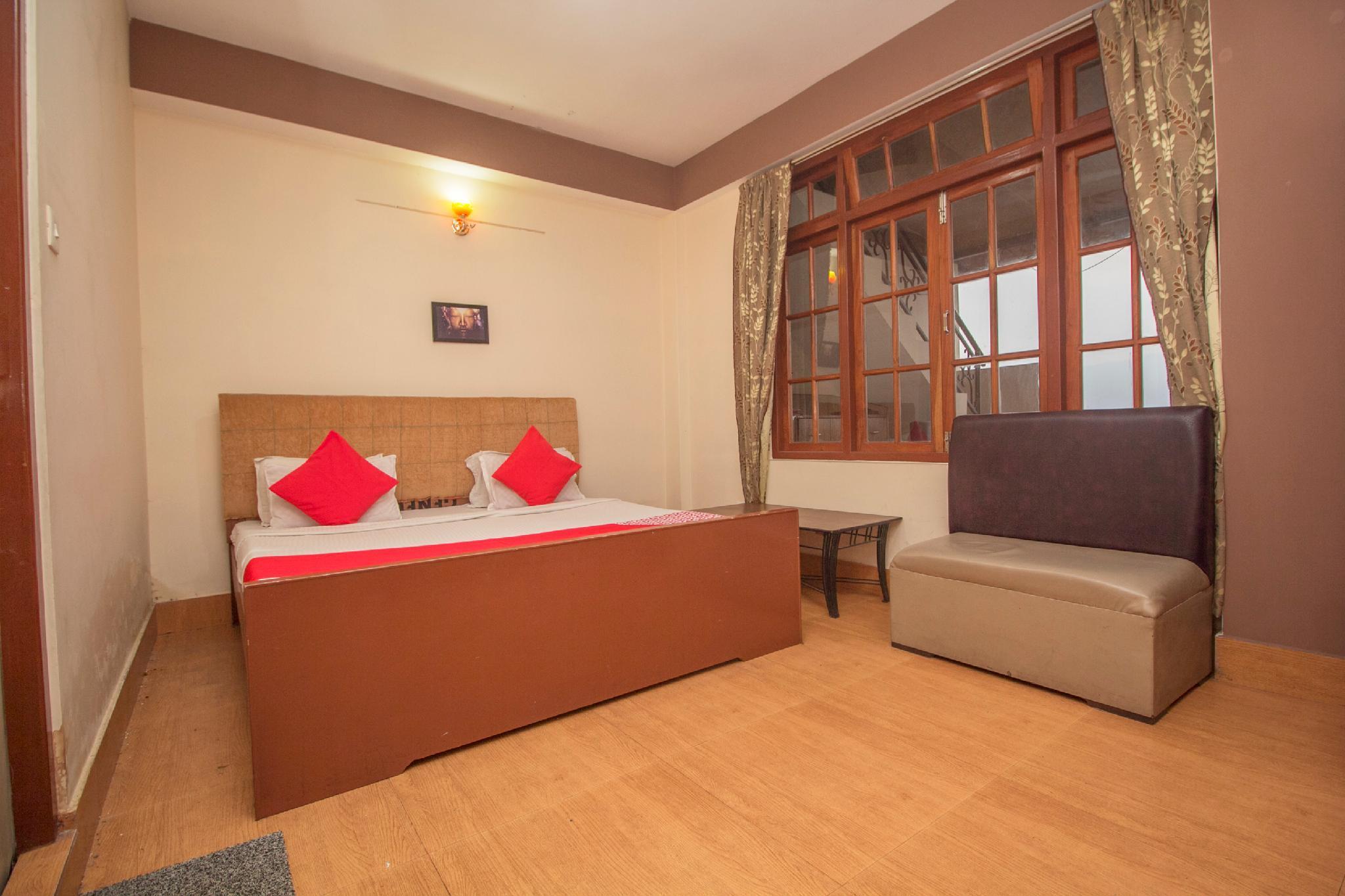 OYO 30483 Hotel Parasol Residency