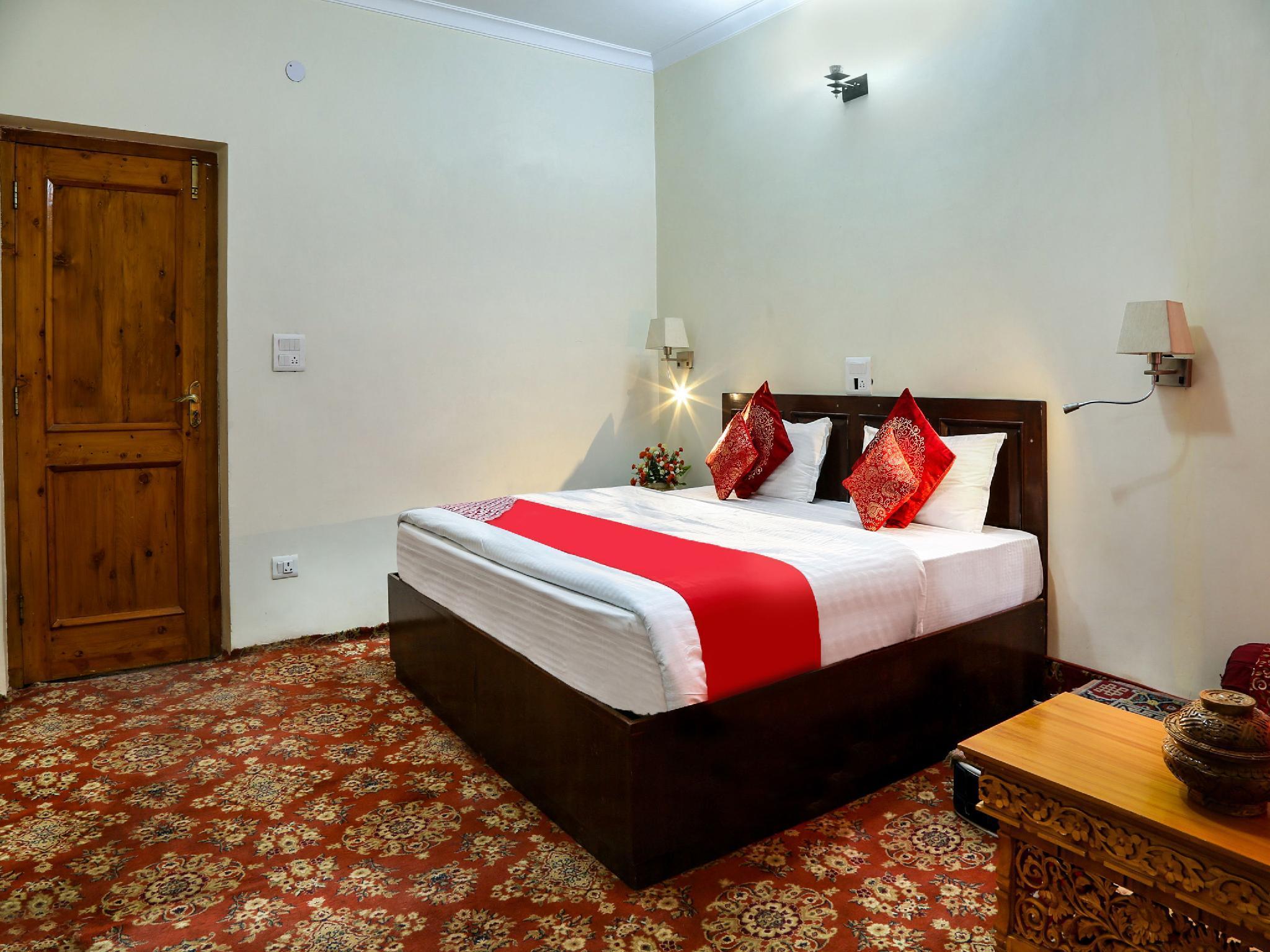 OYO 13223 Hotel Tak