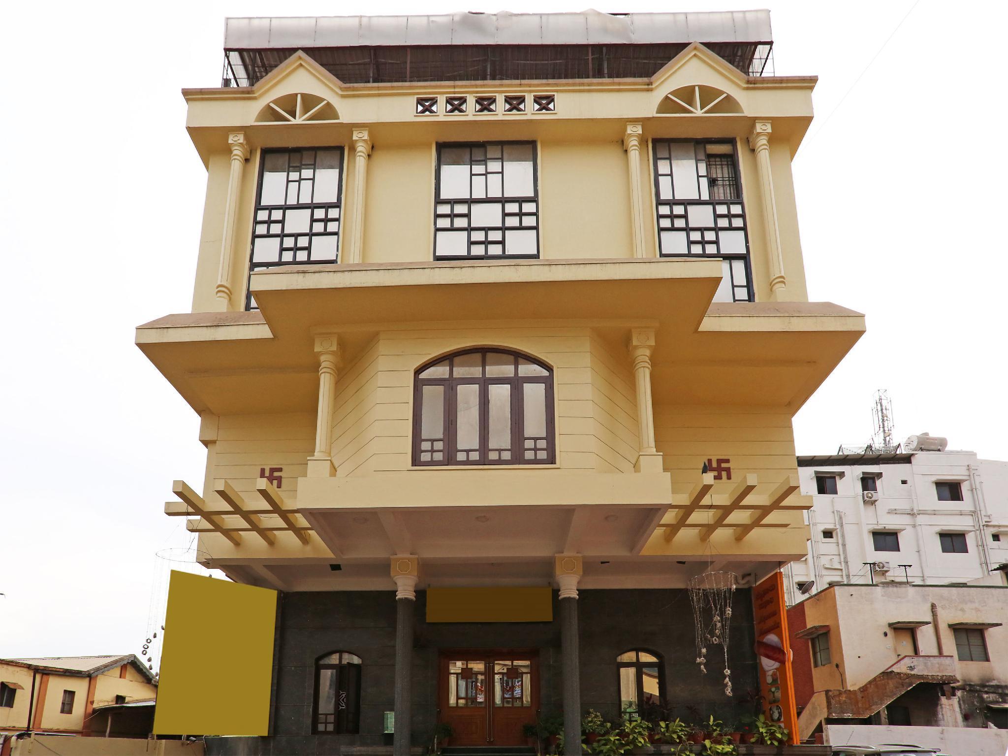 OYO 9904 Vyshakh Hotel