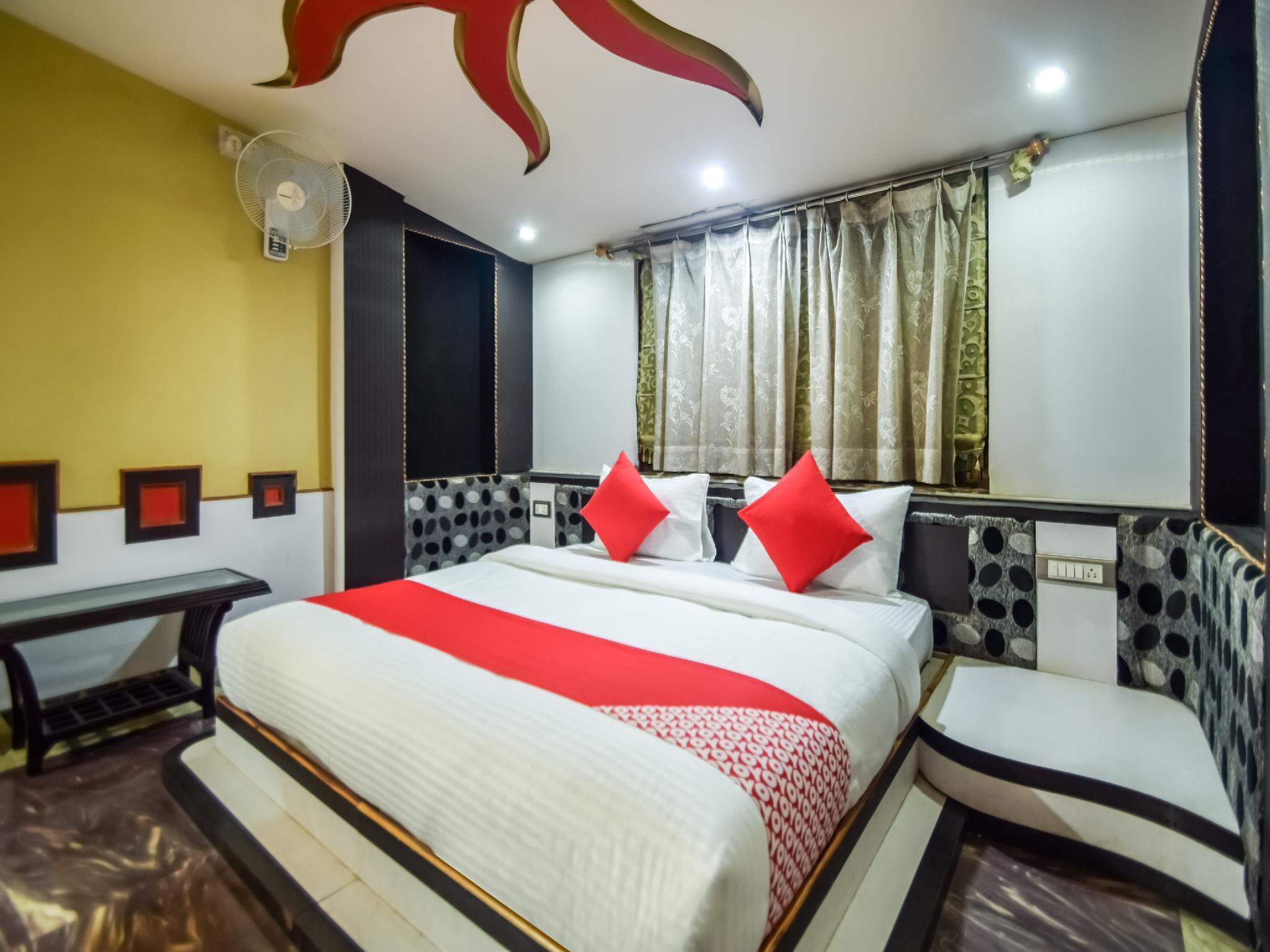 OYO 30622 Hotel Govardhan Palace