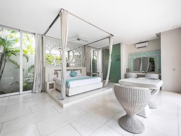 Villa Puro Blanco Seminyak PoolVilla near LaLaguna