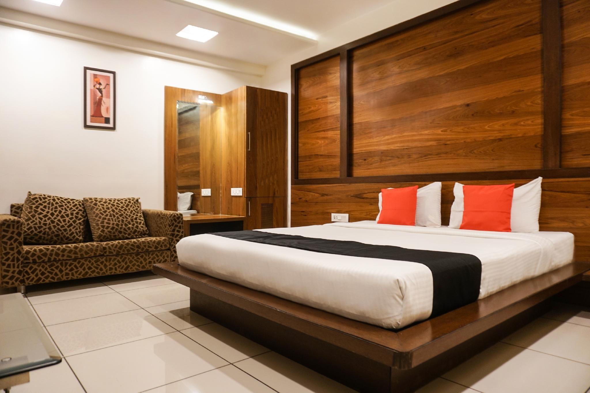 Capital O 3285 Hotel Radiant