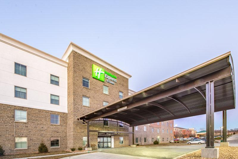 Holiday Inn Express And Suites Shawnee Kansas City West
