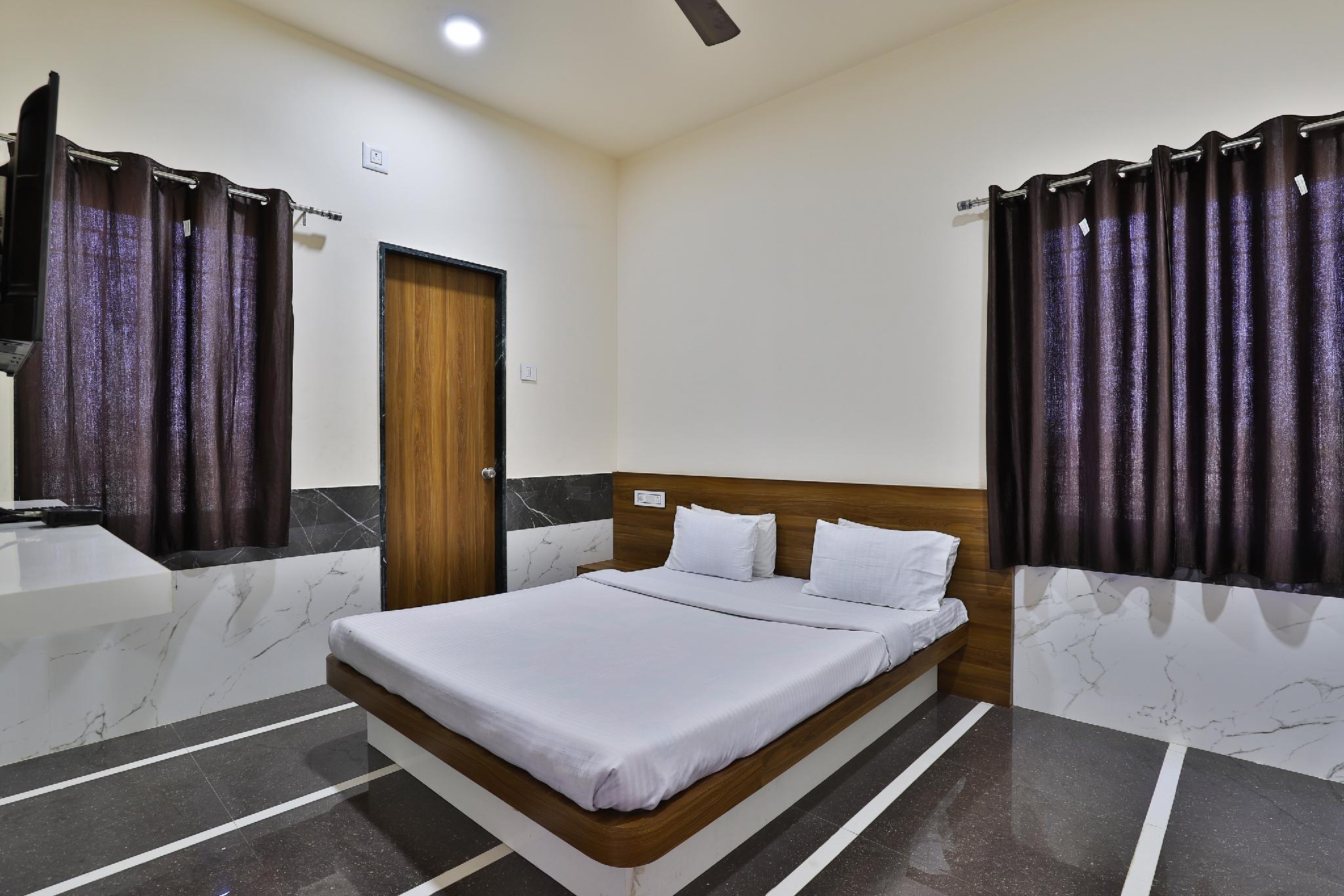 SPOT ON 37366 Hotel Mahalaxmi