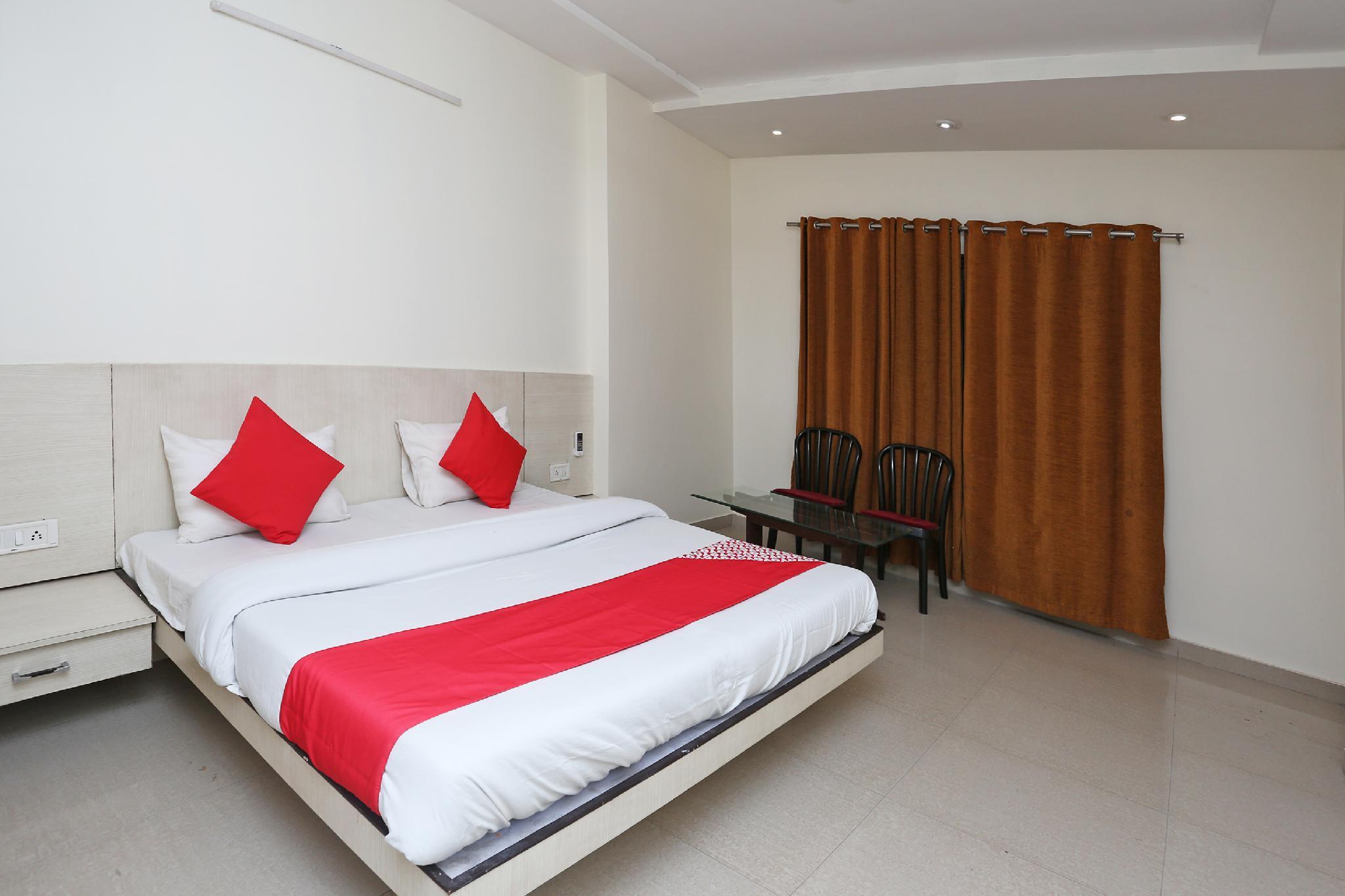OYO 37071 Manhar Residency