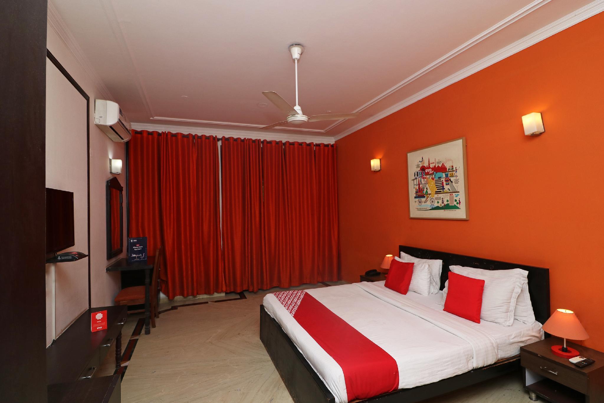 OYO Flagship 17242 Aura Inn