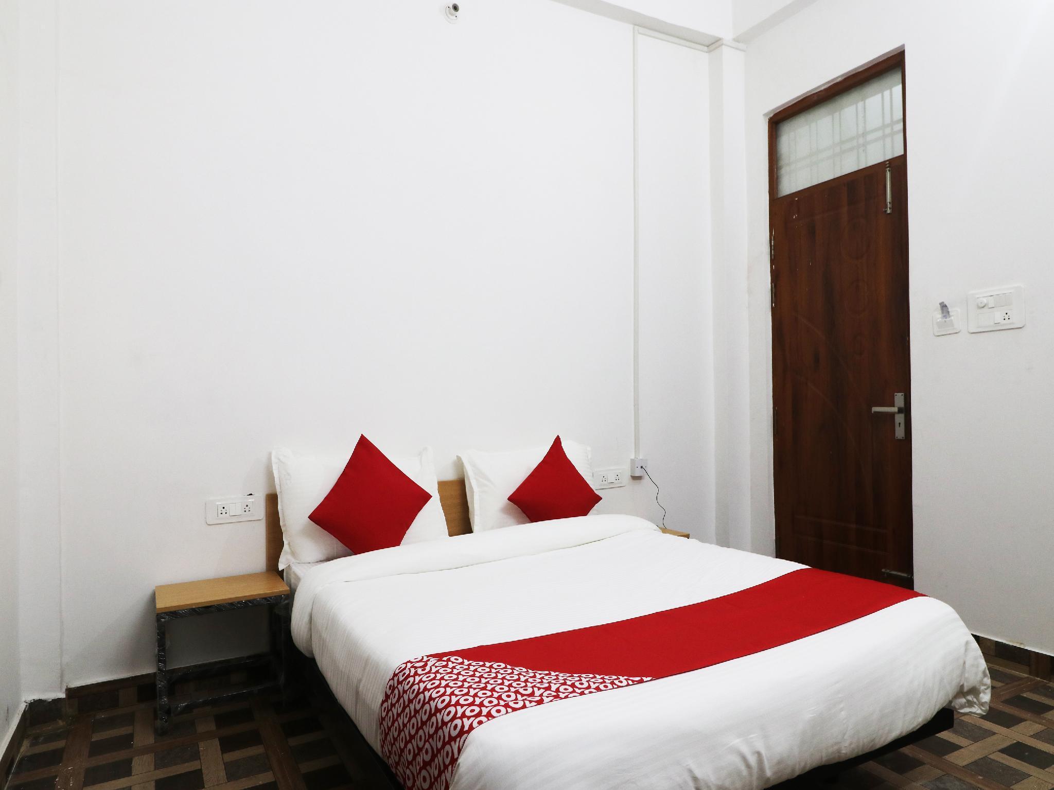 OYO Flagship 29519 Ivory Malhaur Guest House