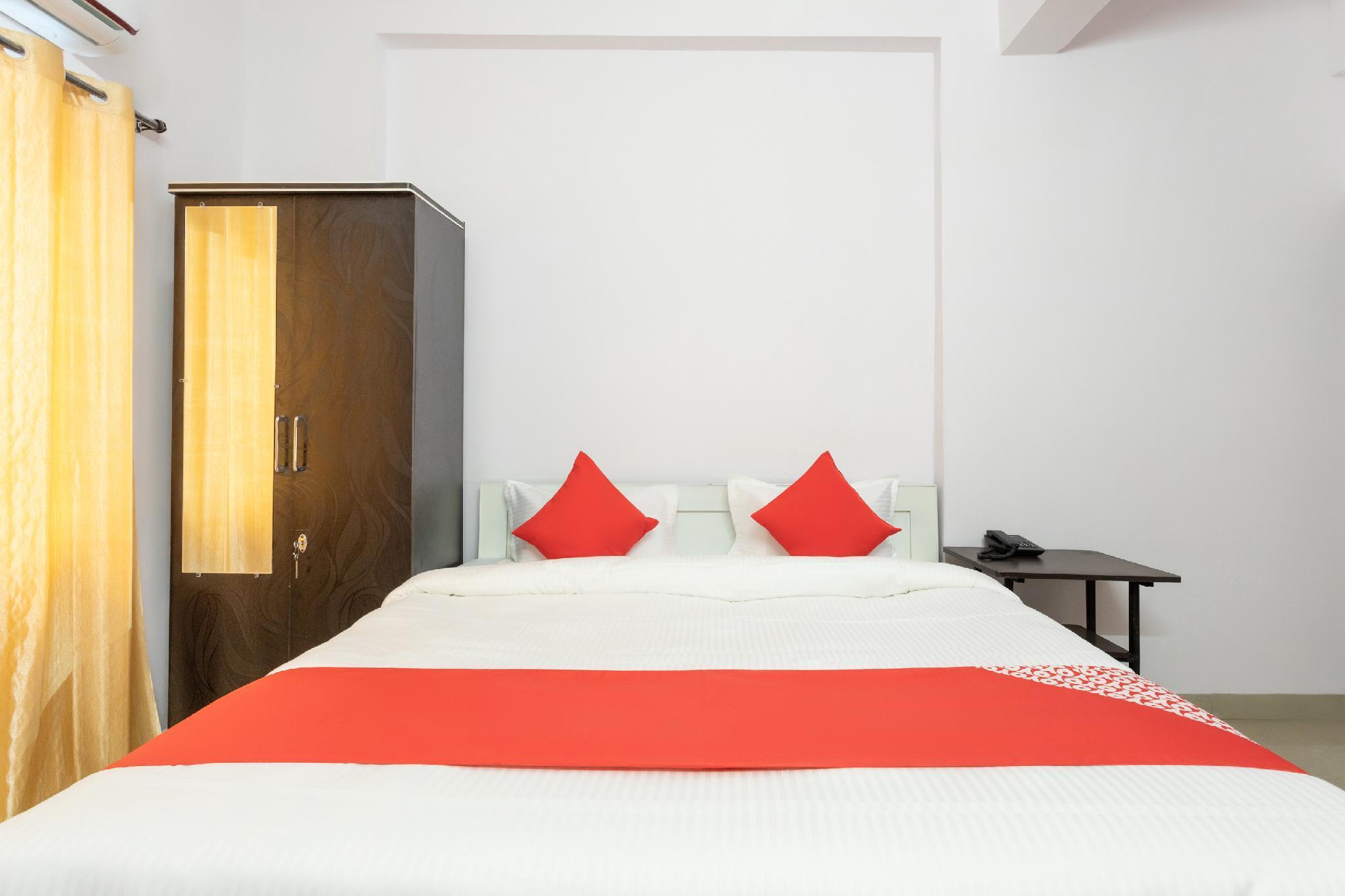 OYO 28691 Hotel Golden Star