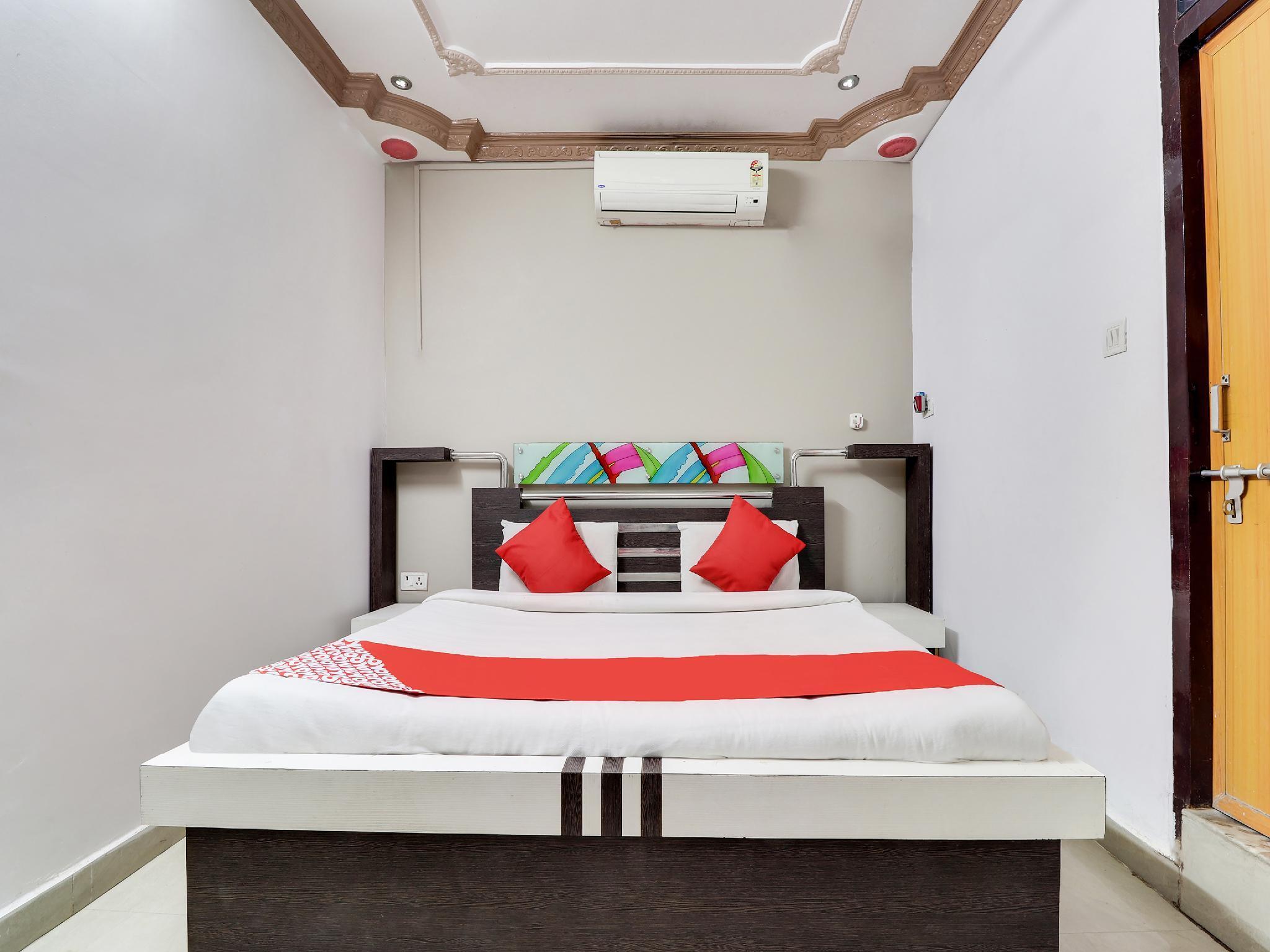 OYO 37404 Hotel Residence Inn