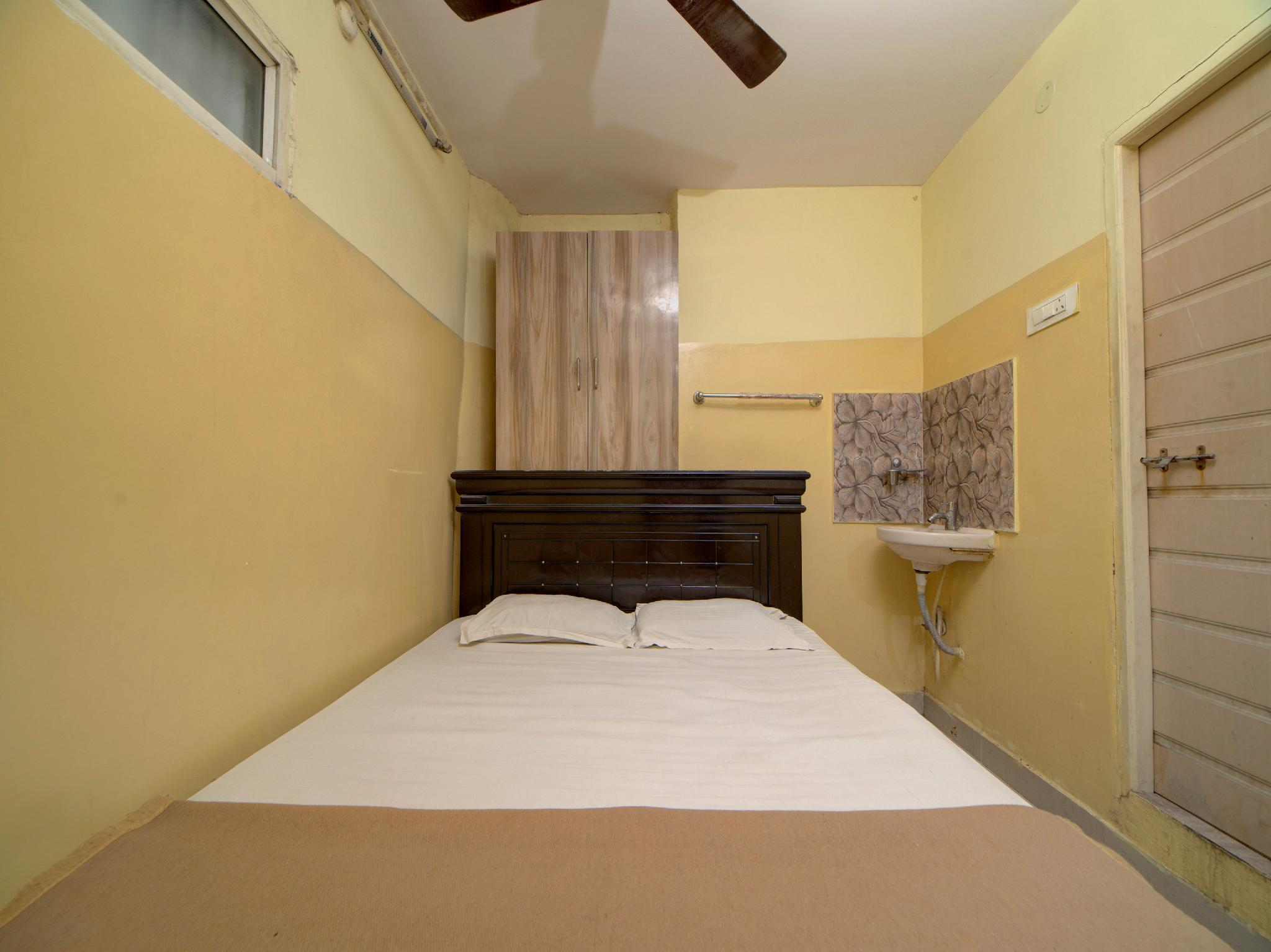 SPOT ON 38056 Sai Dwarka Lodge