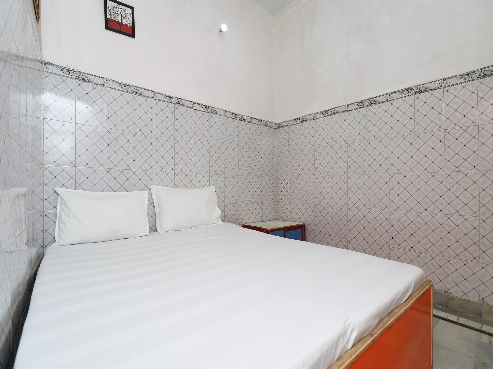 SPOT ON 38429 Namastey Agra