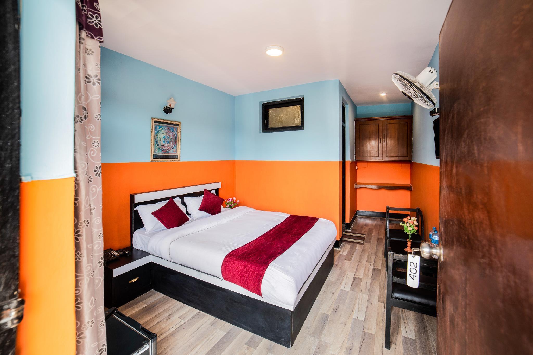 OYO 239 Hotel Kuti