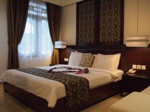 Yulia Village Inn Hotel