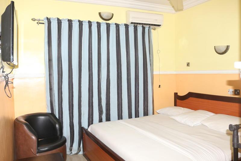 Lifeline Hotel And Suites