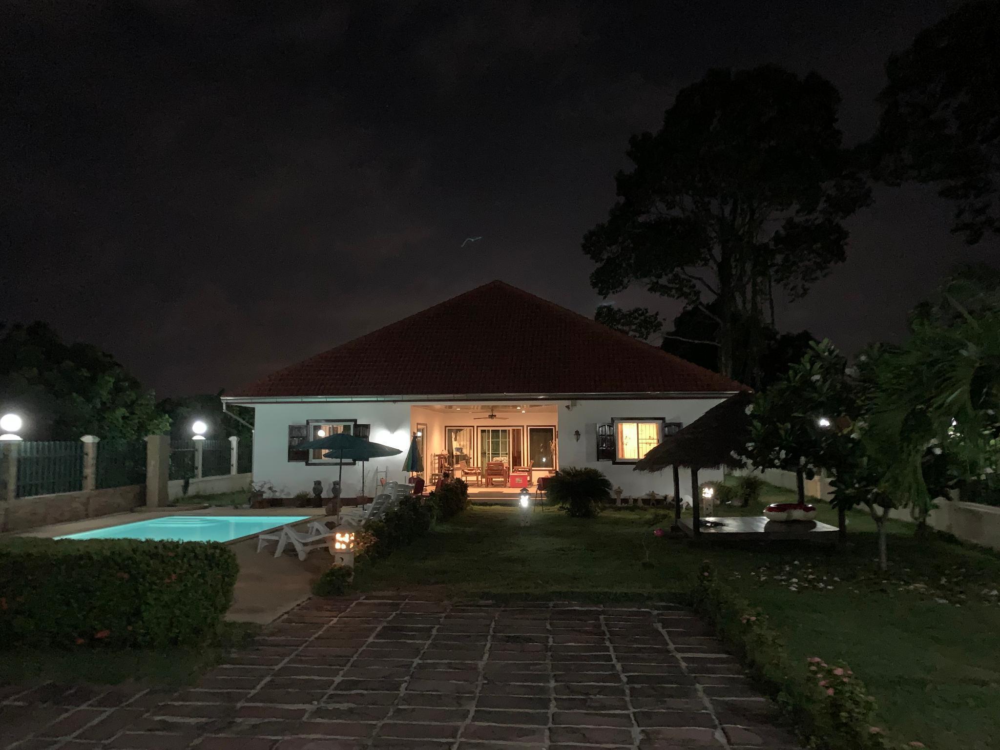 Beautiful House with Pool near beaches in Ban Phe บ้านเดี่ยว 3 ห้องนอน 3 ห้องน้ำส่วนตัว ขนาด 190 ตร.ม. – หาดระยอง