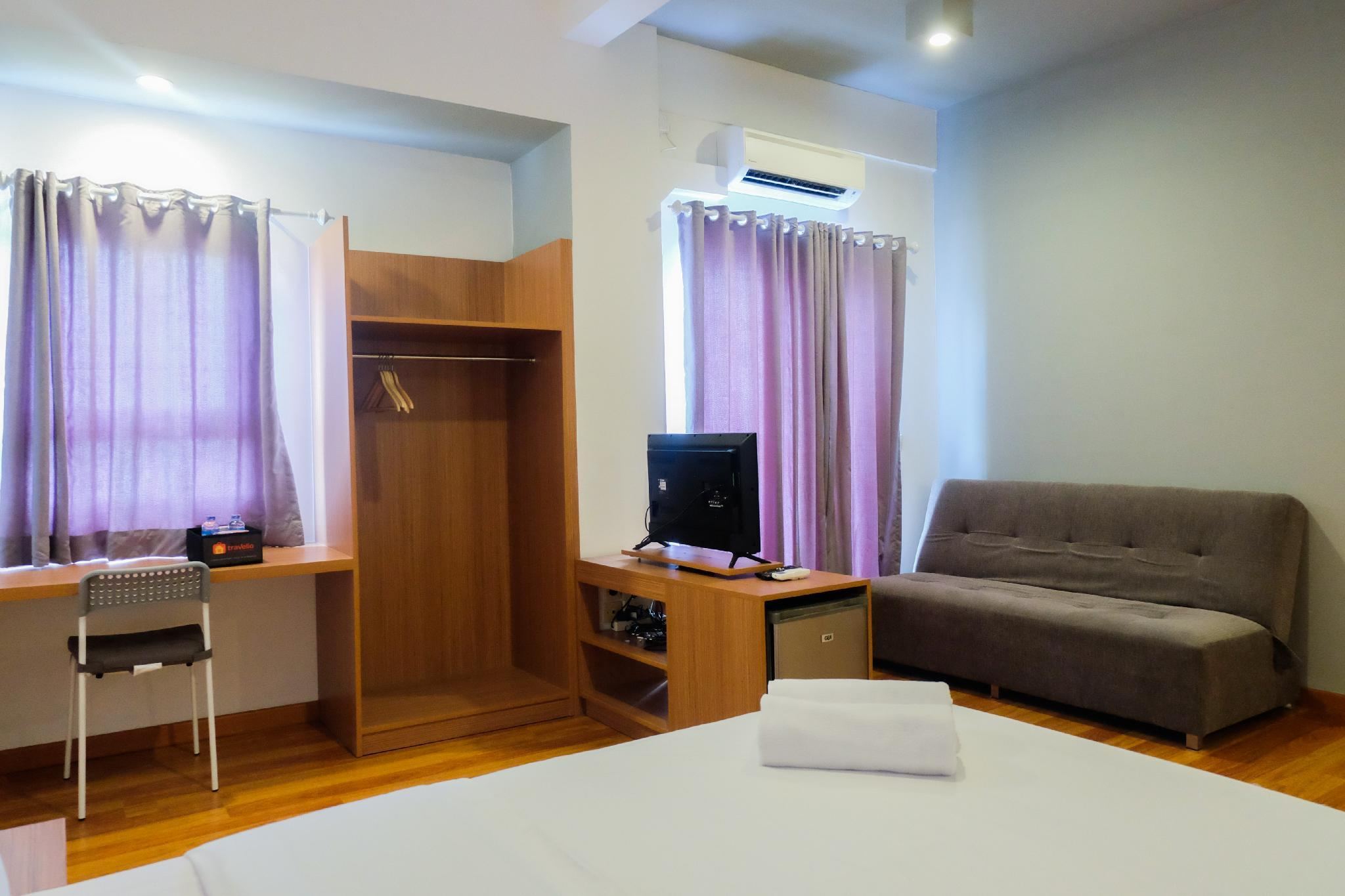 Spacious Studio At Grand Center Point By Travelio