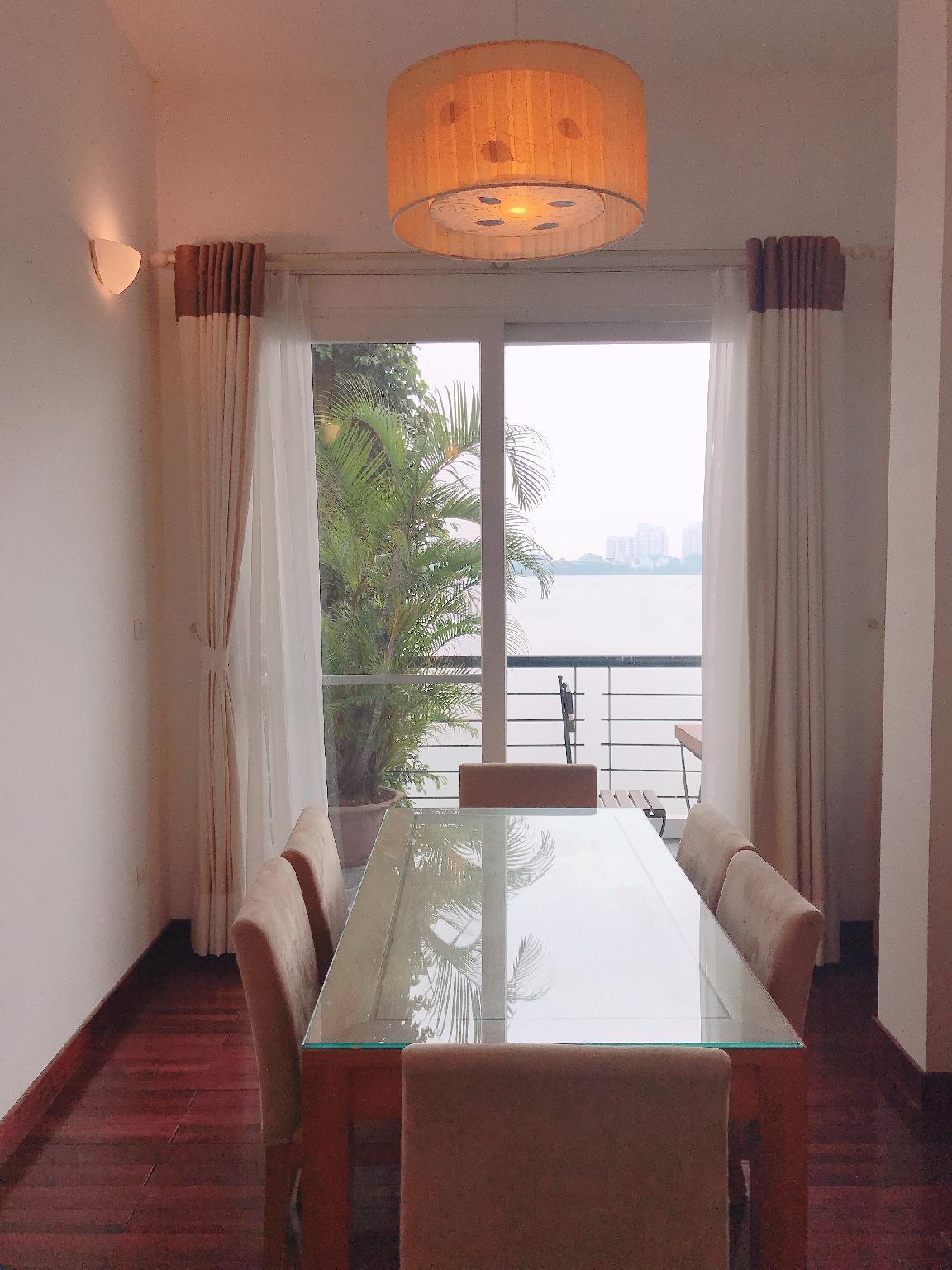 Beautiful Lake View Apt Small Balcony Tay Ho Area
