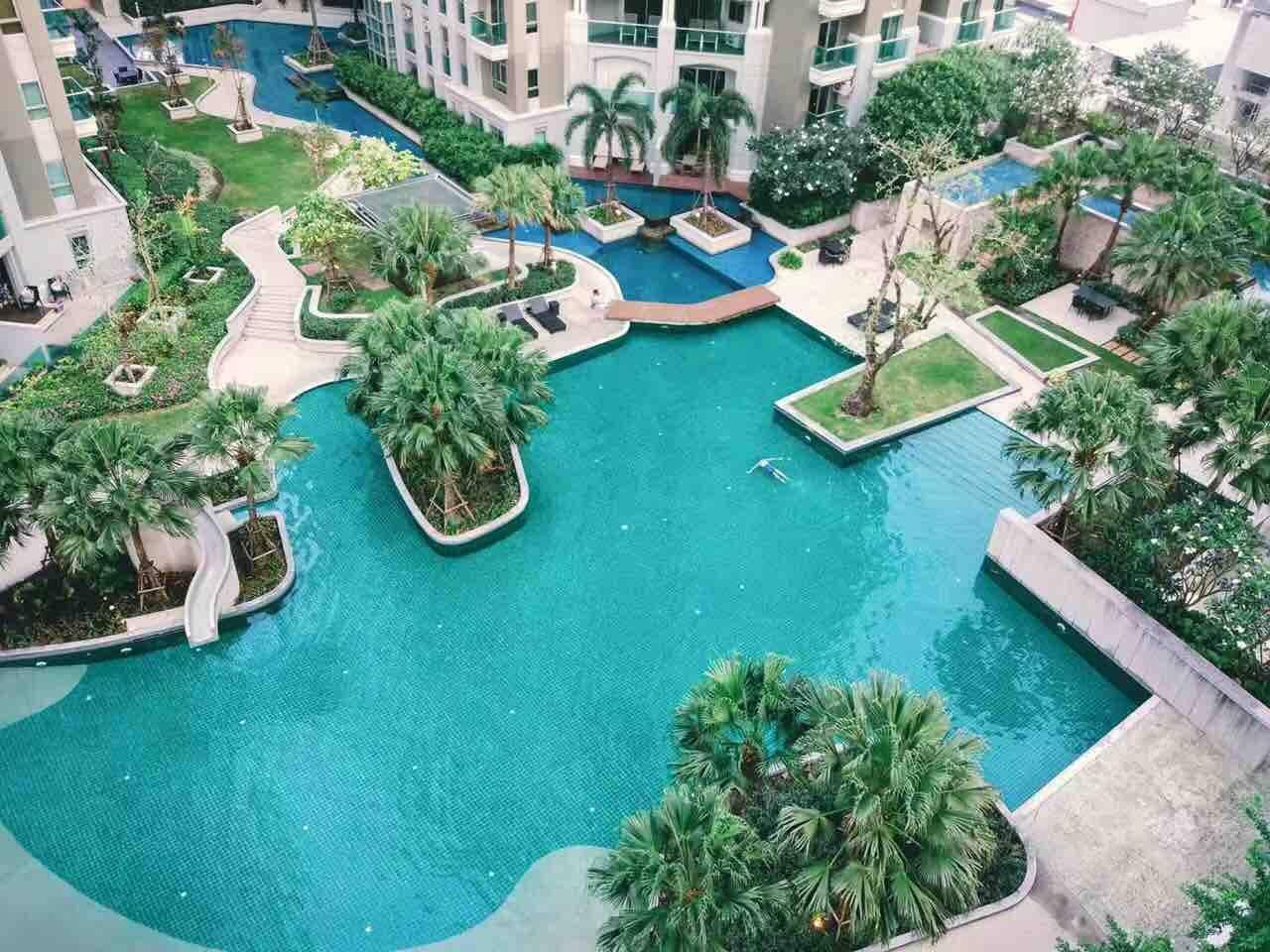 Great Resort Like Condo In Central Bangkok