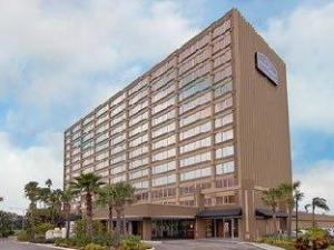 Howard Johnson Plaza Hotel
