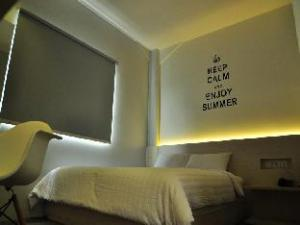 Summer Bed and Breakfast Hotel