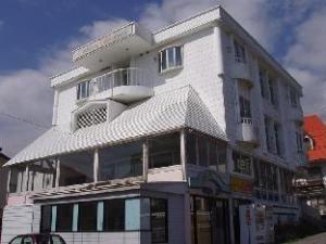 เพทิท โฮเต็ล ไวท์ อะเวนิว (Petit Hotel White Avenue)