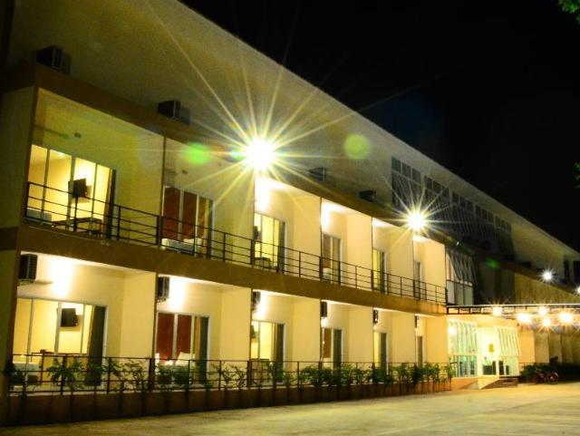 เดอะ พาวิลเลี่ยน โฮเทล แอนด์ วิลเลจ – The Pavilion Hotel and Village