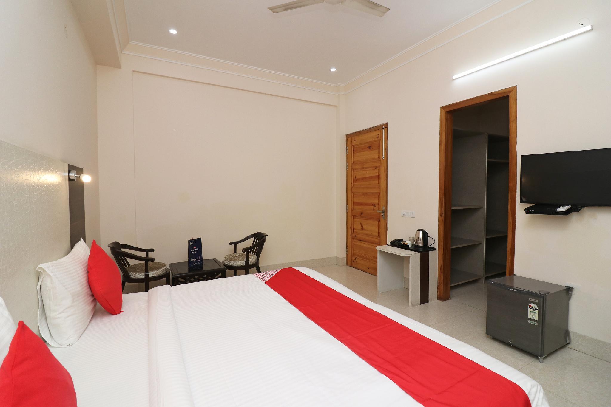 SPOT ON 436 Hotel Everest Inn