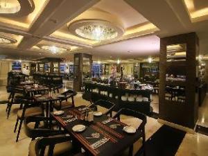 ザセブンス ホテル アンド コンベンション センター ランプン (The7th Hotel and Convention Center Lampung)