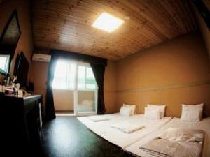 Goodstay Shilla Hotel
