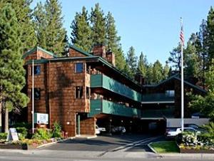 สโนว์เลคลอดจ์ (Snow Lake Lodge)