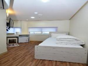 2U Guesthouse