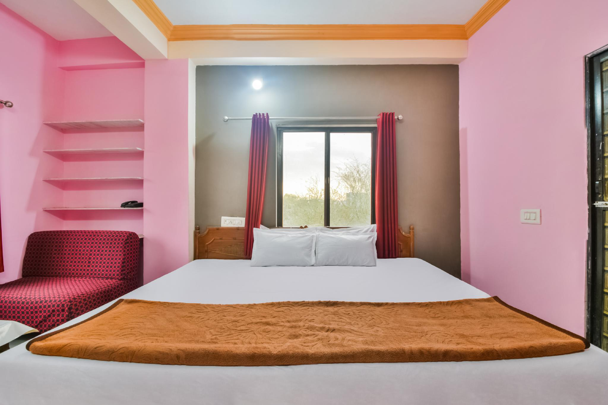 SPOT ON 40651 Hotel Manwar Palace